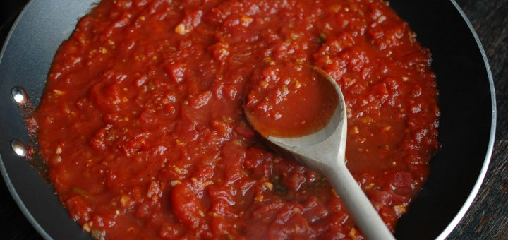 Rustic Homemade Pizza Sauce