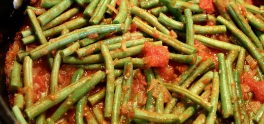 Sautéed Green Beans with Garlic and Tomato
