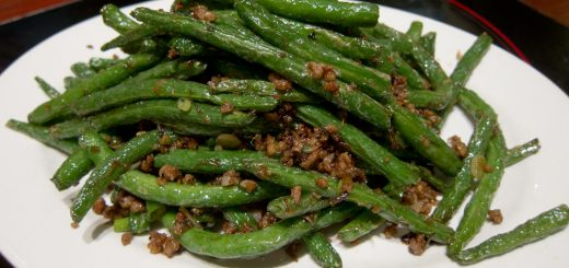 Green Beans with Walnut Parsley Sauce